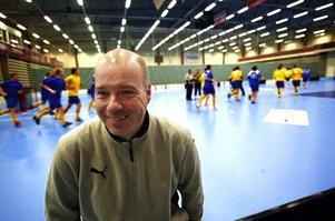 För första gången sedan han lämnade Falun för drygt tre år sedan är Klas Persson tillbaka i Falun. Nu som koordinator för herrlandslaget, som ligger i Falun på VM-läger. Foto:Kjell Jansson