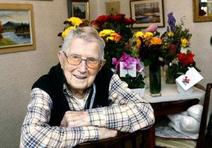Hilding Göransson i Hede har fyllt 100 år och uppvaktades av många bekanta. Telegram kom från kungafamiljen och landshövdingen.– Dessutom kom Hedekören hit och sjöng vackert, säger Hilding.