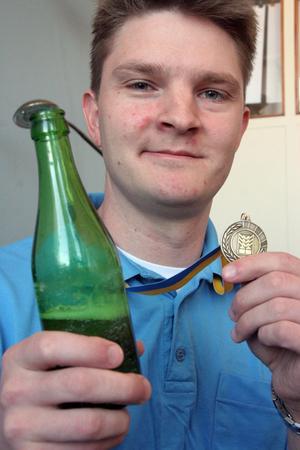 Stramt och tufft, i ungdomlig stil, aningen kärv beska som harmonierar med ölets själ, sa domarna om Jesper Meyer och Rasmus Meyers öl, och gav det en bronsmedalj.