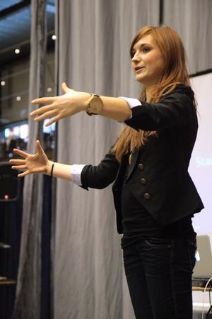 Cecilia Lyche, 23 år från Göteborg, startade eget företag för ett år sedan. Nu uppmanar hon andra unga att göra detsamma. BILD: STEFAN HAZIANASTASIOU