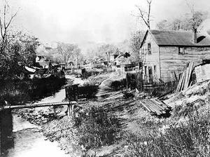 Enkla hus av bräder i Swede Hollow.Foto: Minnesota Historical Society
