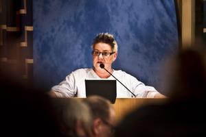 Helena Brink (c) Färila, kommunstyrelseledamot i Ljusdal:1, Ja, det har jag.2, Jag kan inte svara på det just nu, det får tiden utvisa. Jag tycker i alla fall att det är uppfriskande med en debatt. Jag tror på centerpartiet, det har jag alltid gjort.3, Vi kommer att enas på partistämman i mars. Det är tre månader dit, så vi hinner diskutera.