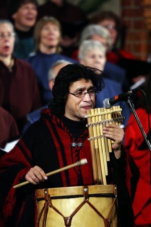 Alejandro Vega manade fram Andernas vindar med sin flöjt.