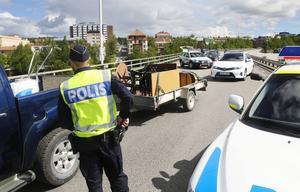 Polisen slog snabbt en ring runt Östersund efter rånet och kontrollerade fordonen som passerade in och ut ur stan.