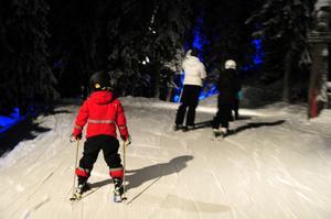 Axel Holm, 6 år, från Lund på spaning efter troll i mörkret.