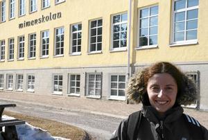 I fjol vår fotbollsproffs i Norge, i år elevassistent på Mimerskolan. Vid sidan av fotbollen, förstås...