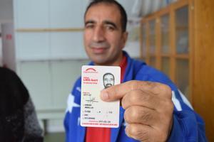Att visa upp sitt LMA-kort räckte inte för att Schenker skulle lämna ut ett paket till Amonullah Hamdard.