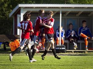 Stugsund fick det sista skrattet mot Bollnäs efter seger med 3–2. Här jublar laget över Marcus Jonssons 2–1-mål i den första halvleken.