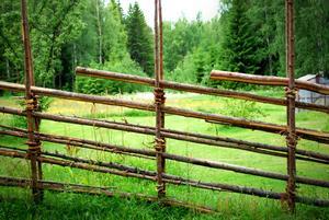 Anton har gjort gärdsgårdar till flera familjer.