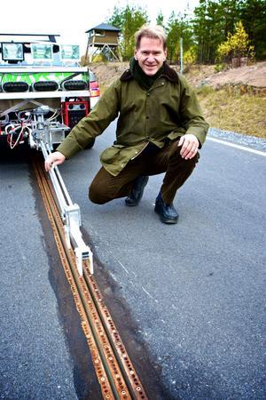 Gunnar Asplund tar sin el från två spår i vägen