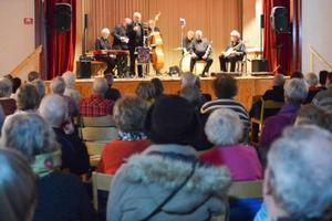 – Jag gillar sådan här jazz, det har jag gjort hela mitt liv, säger Kathy Bäck från Hedeviken, som var på konserten med maken Folke.