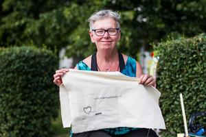 Lena Larsson Byström, Medelpads hemslöjd, njöt av solskenet i Vängåvan.