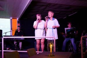 Annika Olofsson och Kristina Lindholm som ABBA.