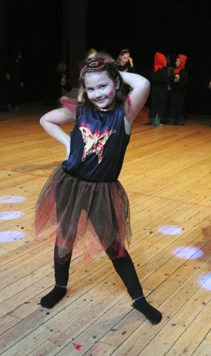Julis gillade musiken under Halloweenfesten och dansade hela tiden.