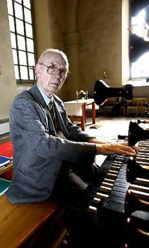 Foto: NICK BLACKMON Oumbärlig. Utan musiker som Rolf Sundman som fortsätter att spela trots att han är pensionerad, skulle det bli tyst i kyrkorna. Tre pensionerade kantorer bär upp kyrkomusiken i Gävle.