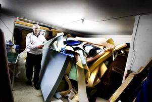 STOPPNING. Massvis av fluffig mjuk stoppning ligger på hög i källaren under Elof Winders tapetseringsverkstad.