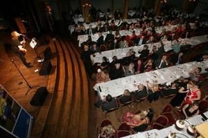 I kväll blir det fullsatt på Gamla Teatern. Sång, musik, god mat och ett gäng utmärkelser står på programmet vid årets fotbollsgala.