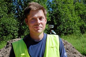 arkeolog. Johan Klange från Arkeologikonsult var projektledare för utgrävningen som gjordes mellan kyrkogården och Prästgårdsskogen där Kumlas nya vårdboende ska ligga.Arkivfoto: Veronica Svensson