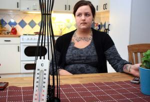 Micaela Ramqvist och hennes familj kan ibland inte ens vara hemma för att det är för kallt.