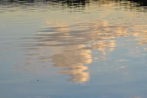 Underbart höstväder, hittills.. Det klara vattnet kunde tillochmed spegla de vackra molnen!underbart:)