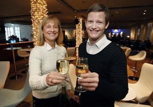 """Glada och stolta. """"Vi är både glada och stolta över priset som Årets kasino i Europa"""", säger kasinochefen i Sundsvall Carina Nordström-Sköldh och marknadschefen Peter Hugozon."""
