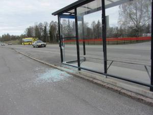 Natten mot lördag var det flera fall av skadegörelse kring Storsjöskolan i Odensala.