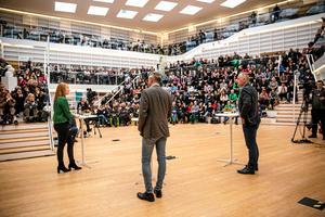 Annie Lööf och Jonas Sjöstedt inför storpublik på högskolebiblioteket i Falun.