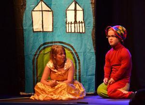 I den norska gruppen Integrettos teatersaga Prinsesse Ruter i Hoffnarrens slott blir prinsessan till fånga tagen, men allt får ett lyckligt slut.