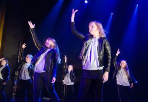 Josefine Persson är som vilken 12-årig flicka som helst, men hon har haft det betydligt tuffare än de flesta barn. Hjärtproblem kombinerat med svåra infektioner höll på att kosta henne livet i början av året. Men Josefine var fast besluten att ta sig tillbaka till livet och det hon älskar mest – dansen.