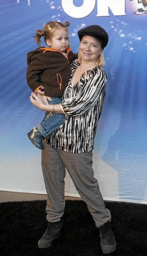 Josefine Sundström och dottern Majlis. Foto: TT
