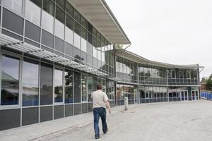 Nästan klart. För första gången sedan 1970-talet byggs en kommunal offentlig byggnad i Surahammar. Det nya skolhuset rymmer bland annat kemi- och biologisalar. Ryggtavlan tillhör Michael Johansson, entreprenadingenjör på Andersson Company som håller i projektet.