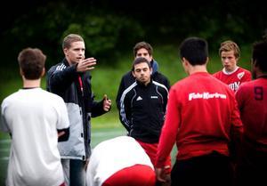 Magnus Lampert som juniortränare i Falu FK för fem år sedan.