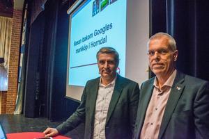 Kommunstyrelsens ordförande Lars Isacsson (S) och kommundirektör Anders Friberg höll i föreläsningen. Till sin hjälp hade de en powerpoint-presentation där de bland annat visade ritningar över området.