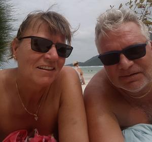 Lena Fallgren och Anders Garpenklev i Kho Pangan i Thailand. Paret visste inte vilken skräckfärd som väntade.