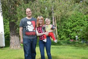 Andreas Blom och Anna Östmans elva månader gamla dotter Olivia kommer också att vara med på bröllopet.