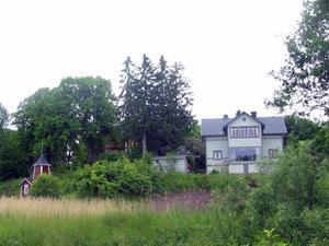 Gävles skutskeppare gillade läget vid Klippan. Axners hus till höger och Johanssons bland träden till vänster.