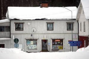 I Rossön laddar man just nu för vinterns stora skidhändelse – Sigvard Jonssons minneslopp, en tävling  som lockar flera hundra till byn. En by inbäddad i ett mjukt vitt vintertäcke.