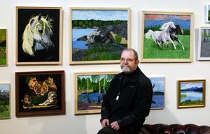 Ställer ut. Falukonstnären Calle Olander ställer för närvarande ut på Hotell Park Inn (f d Gustav Wasa) där han visar prov på sitt djur- och naturmåleri i olja.