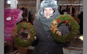 Den nyutbildade floristen Rebecca Bersán sålde julkransar, som gick åt som smör i solsken.