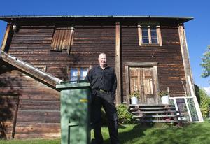 – Visst kan jag betala för en stuga i Nyvallen – men inte för två; den andra stugan går det inte att bo i, säger Bertil Olsson, som enligt kommunen ska betala fem sophämtningsavgifter.