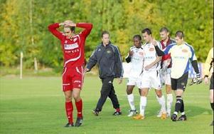 SLUTET NÄRA. Tomas Johansson kan bara konstatera att nu är det kört för Falu FK.FOTO: FREDRIK PERAS CEDERBERG