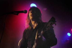 Tobias Egge, sång och gitarr.