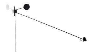 Lampan Counterbalance har den Göteborgsbaserade designern Daniel Rybakken designat för Luceplan.