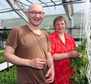 – Vi är så glada och tacksamma över att ha fått jobb, säger Andrei och Aaza Davödov.