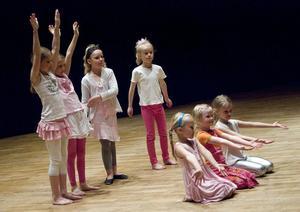Vissa av dansgrupperna inspirerades av balett.