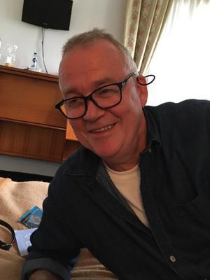 Kenneth Holk, beskrivs av andra aktörer som en pionjär inom den svenska cbd-oljan. Han är grundare av Scandinavian Hemp, vars produkter görs på svensk industrihampa.