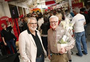 Ny stormarknad. Leif Öbrink (FP), kommunfullmäktiges ordförande, gratulerade Bo Backman till nyöppnandet av Ica Maxi i Sjötelegrafen.