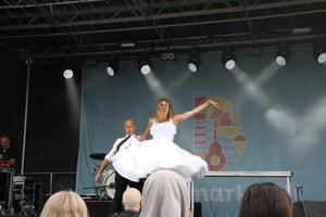 Tobias Karlsson och Maria Bild visade provnummer från den kommande showen En dans på rosor.
