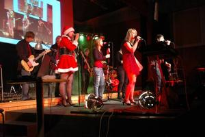 BLANDAT. Elever från alla tre årskurserna på estetiska programmet ingår i rockbandet som ger julkonserten.