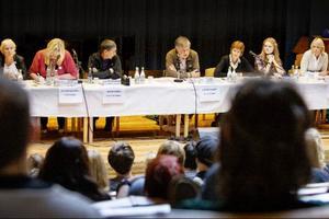 Monalisa Norrman (V), Marie Norden (S), Olof T Johansson (MP), Mats Larsson (C), Kerstin Weimer (FP), Ester Hedin (KD) och Saila Quicklund (M) svarar på frågor från Birkaelever.